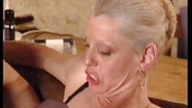 Vẻ đẹp trong vớ và với một cô bé bị trừng xem sec video phạt bởi một đầu